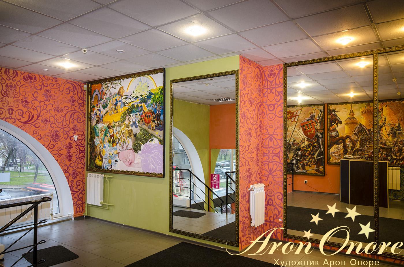 Уютный интерьер сделанный с помощью росписи стен