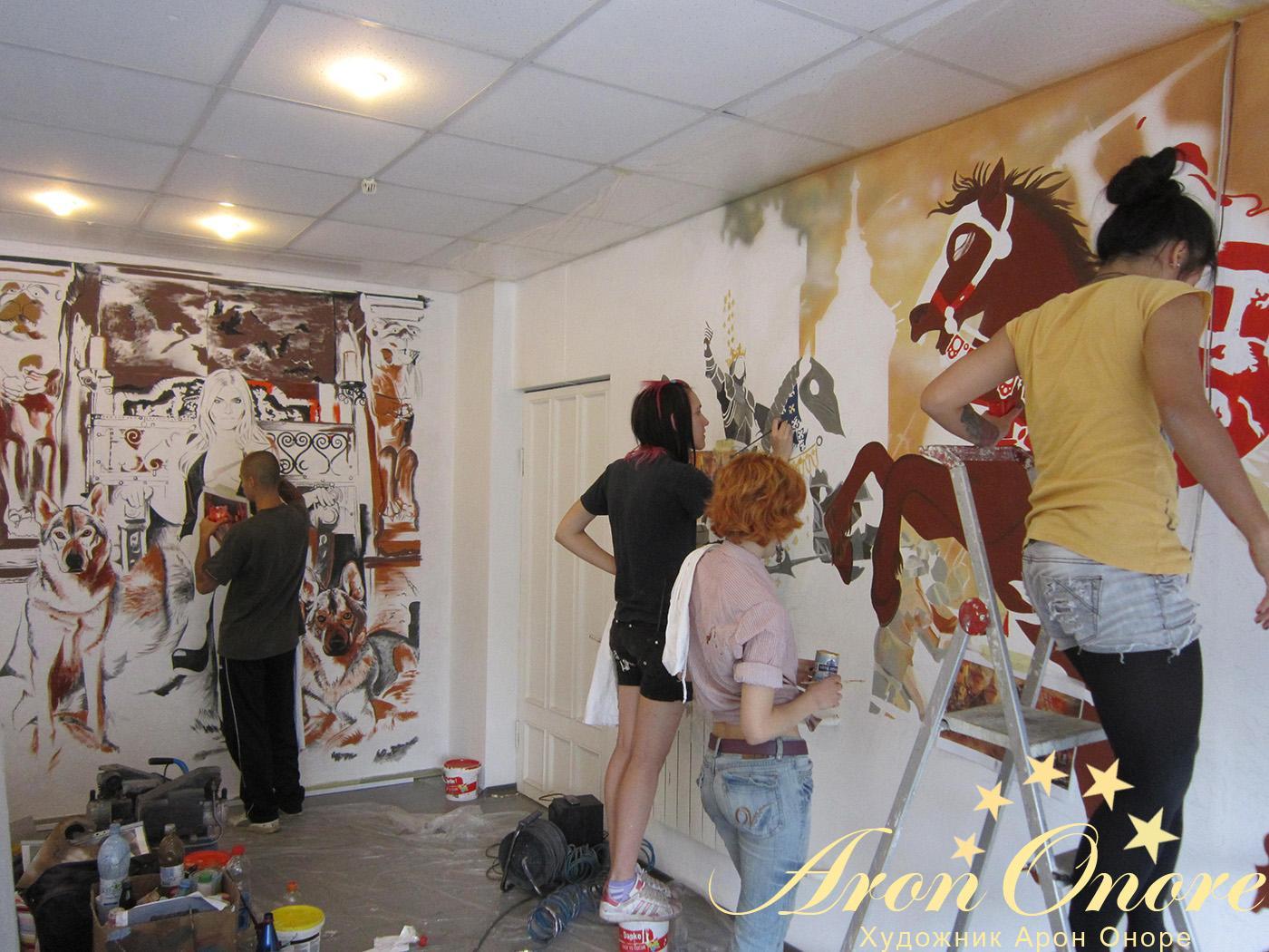 Начало художественной росписи стен – в студии аэрографии «Арон-оноре»