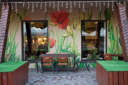 Художественная роспись стен с помощью аэрографии в кафе