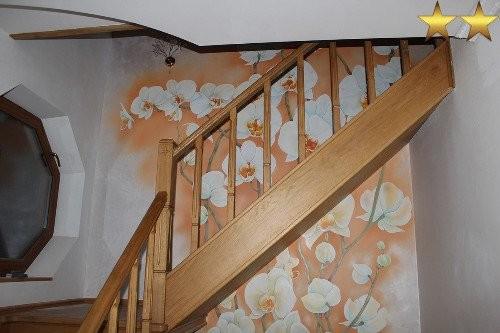 Роспись стен на лестнице «Орхидеи»