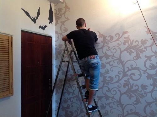 Роспись стен орнаментом как универсальный декор помещения