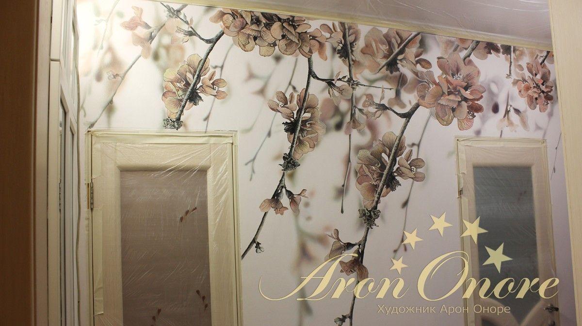 Процесс рисования на стене цветы вишни