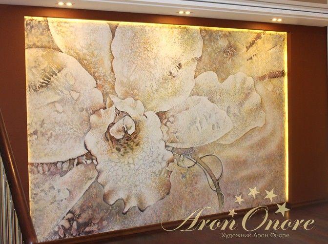 Роспись по сырой штукатурке цветок