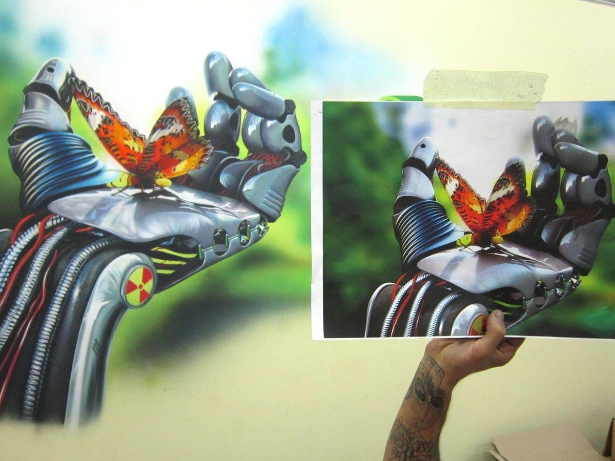Фотореализм, аэрография на стене, сравнение эскиза с росписью