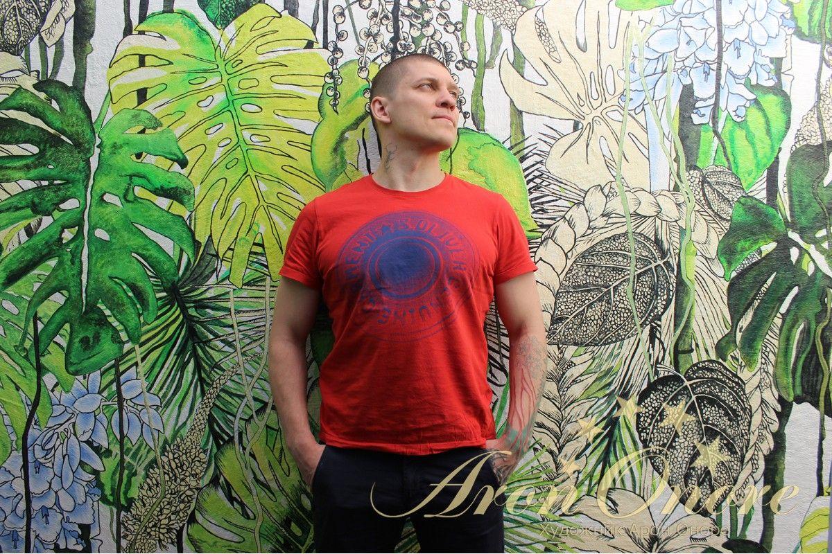 Рисунок на стене пальмы, джунгли, художник Арон Оноре