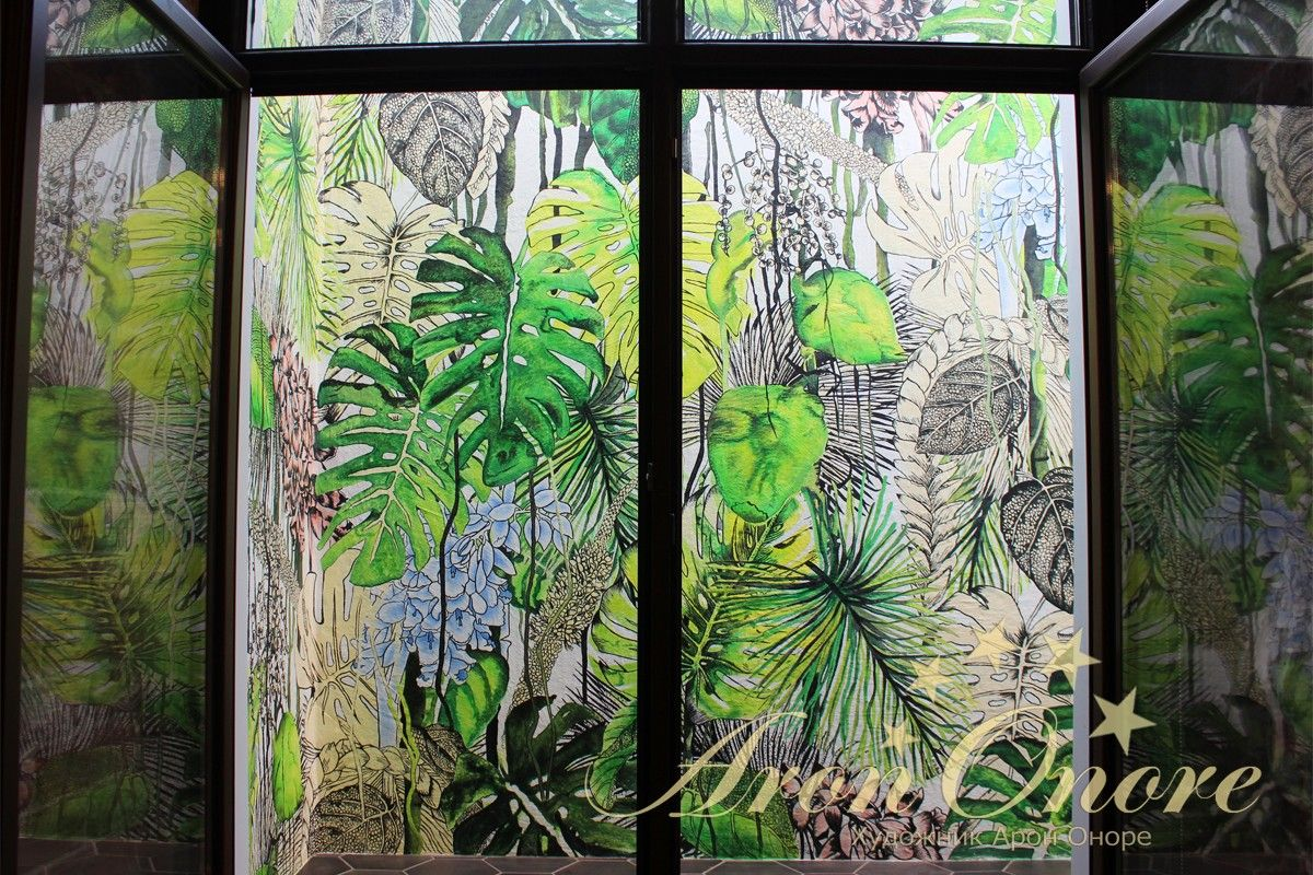 Рисунок за окном на стене пальмы, джунгли