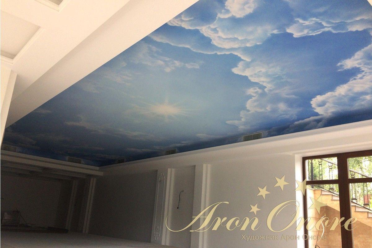 потолок в бассейне небо с облаками