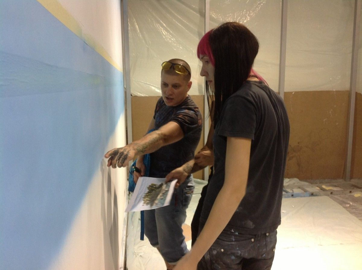 обучение аэрографии на стенах у художника Арона Оноре
