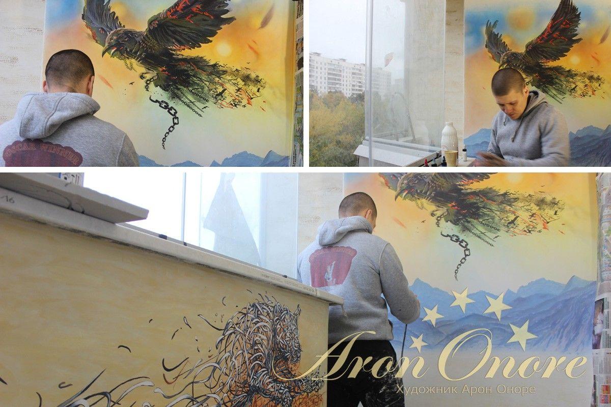 процесс рисования росписи на стене
