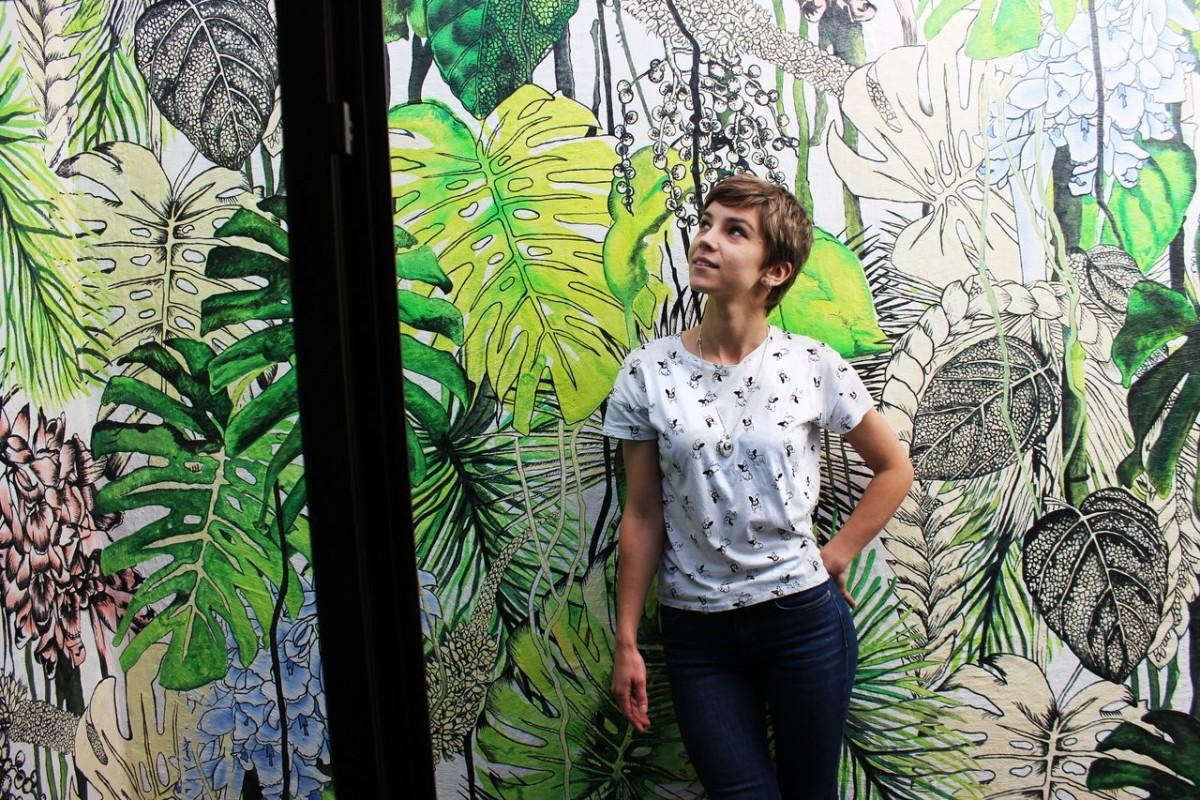 Ученица по росписи стен Юлия Агеева