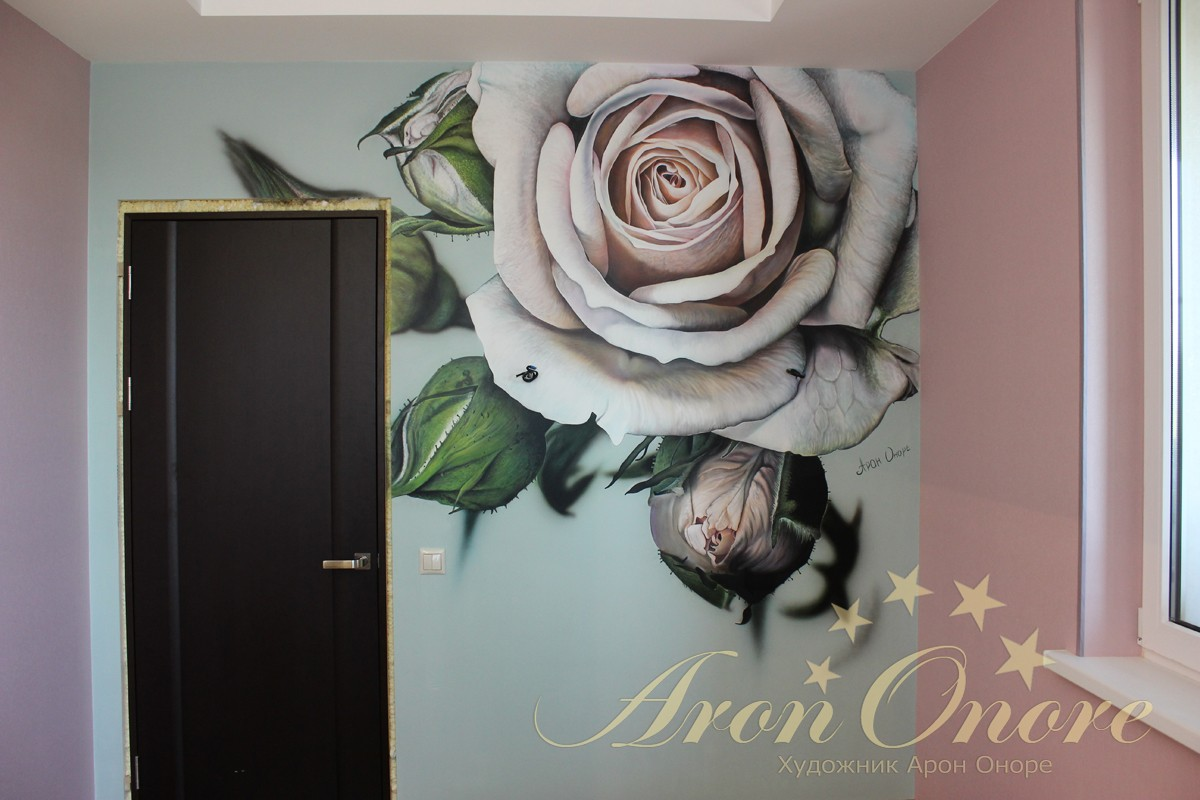 Роспись на стене Розы