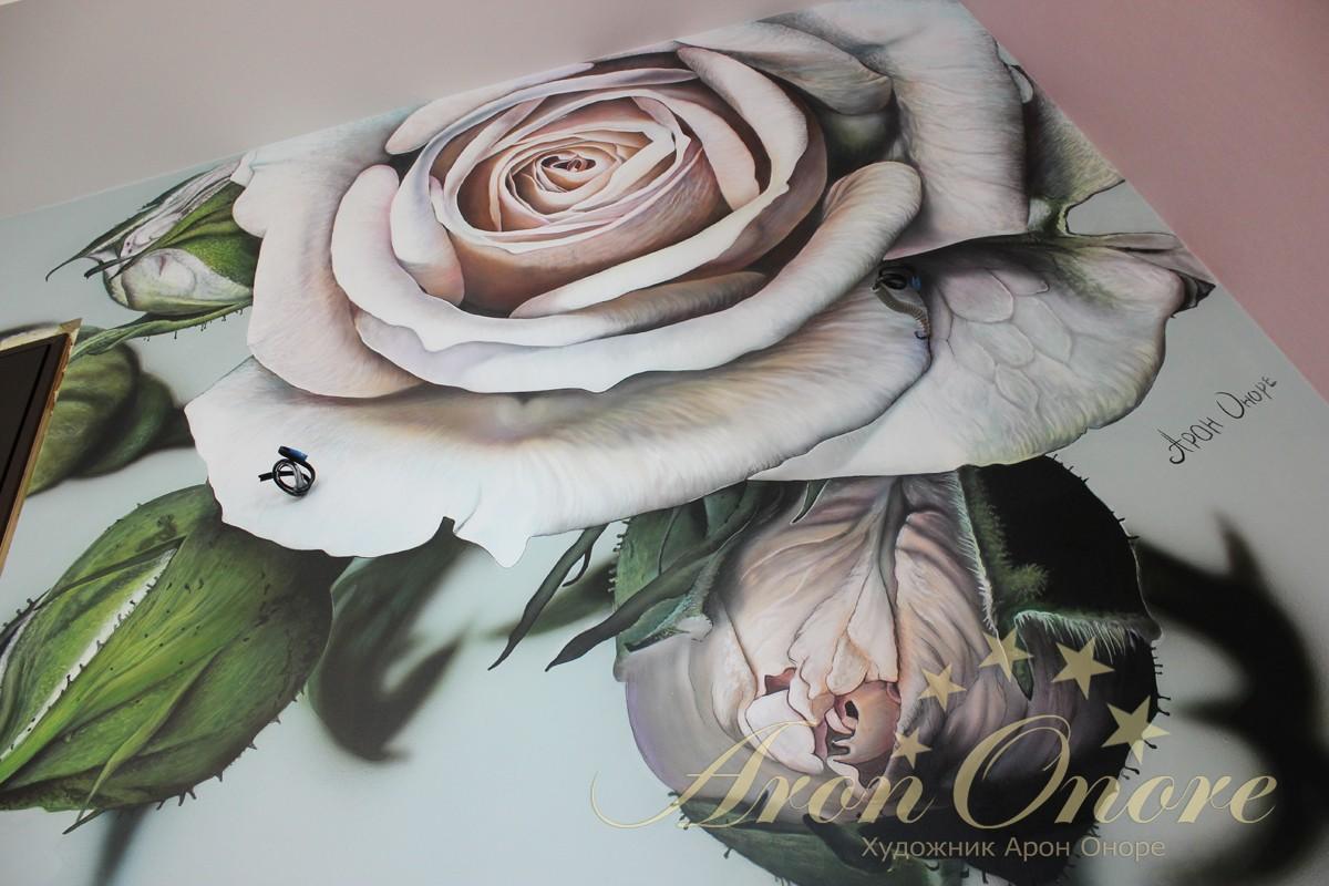 Роспись стен в спальне Роза