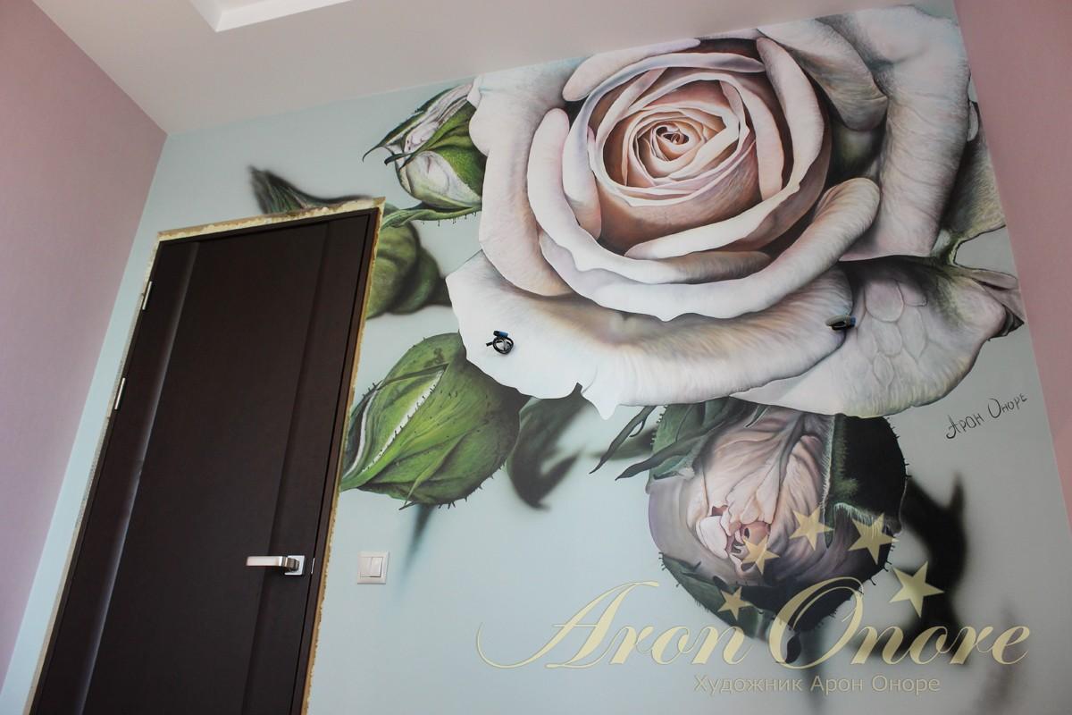 Роспись стен в спальне для девушки