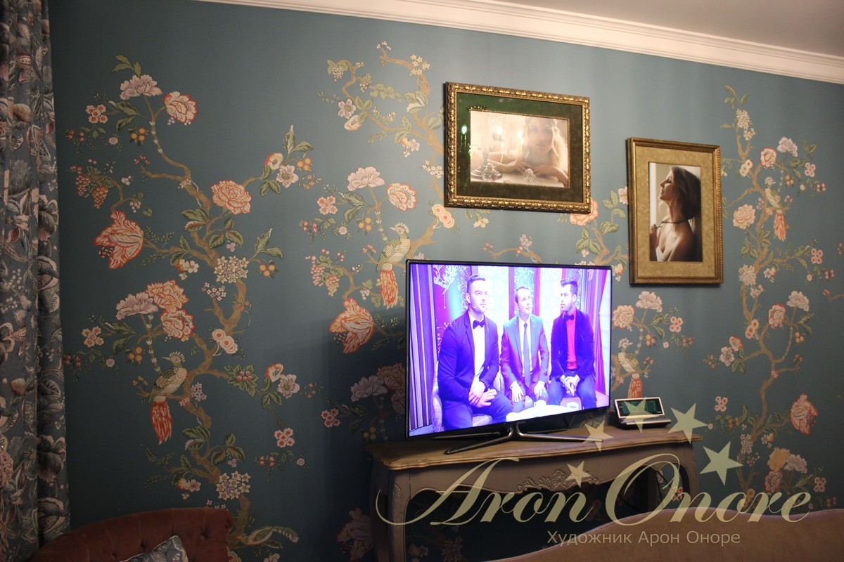 роспись в спальне на стене под обои
