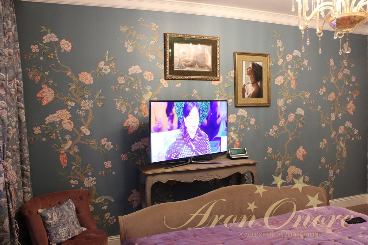 орнаментальная роспись в спальне для семейной пары
