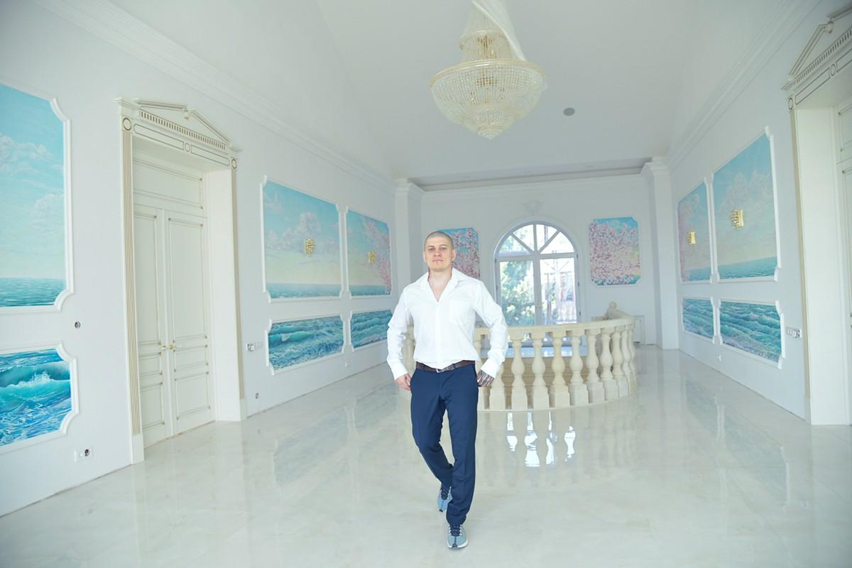Художник Москва, роспись на стене море