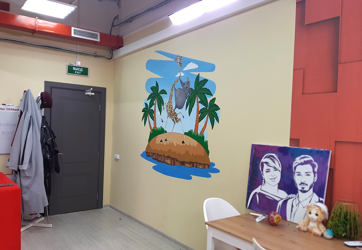 Роспись на стене в комнате Иосифа Оганесяна, Дом-2