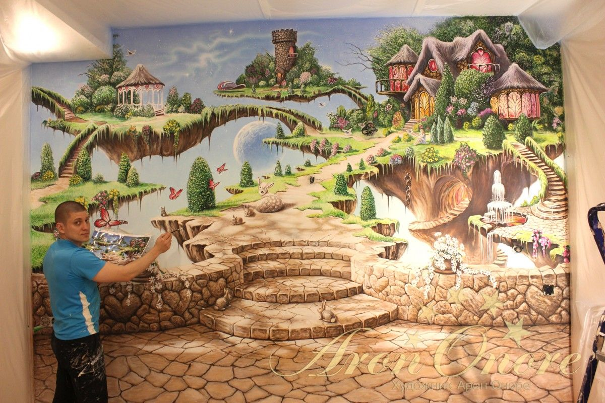 Арон Оноре рисует детскую комнату