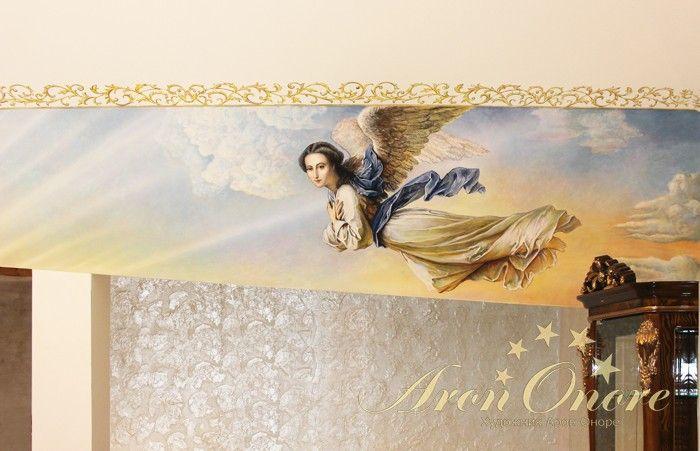 Классическая роспись на стене ангела